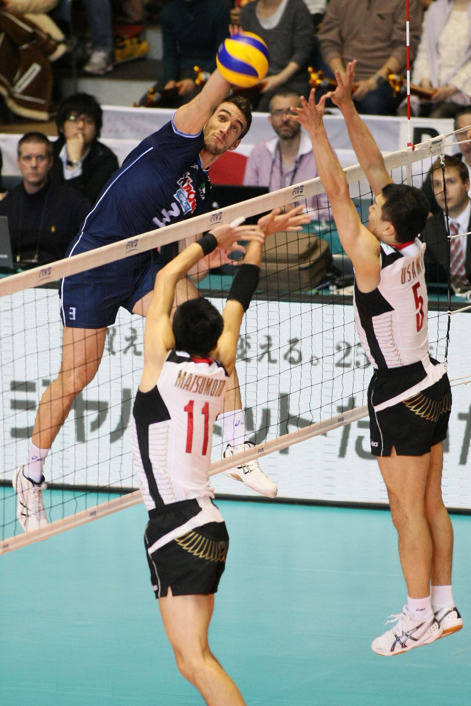 Simone Parodi Joined The Game To Replace Captain Cristian Savani And Here Spikes From The Wing Being Opposed By Japan Double Volleyball Players Athlete Captain