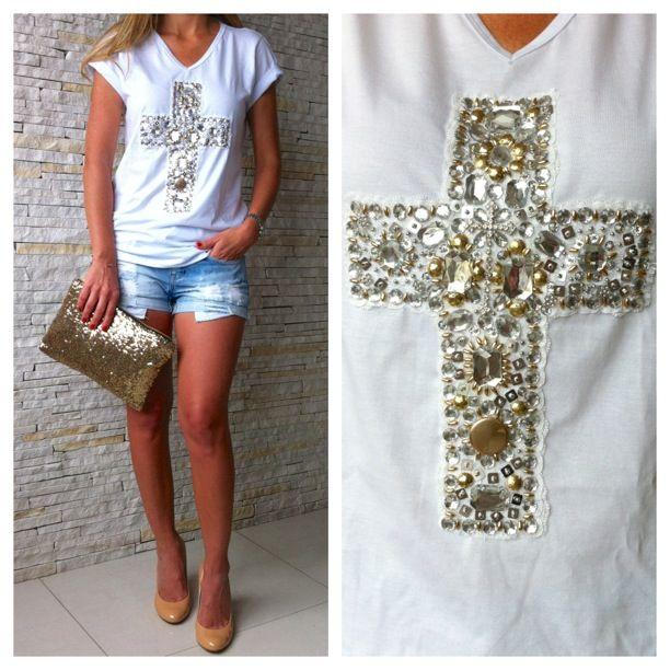 Bordado pedraria em T-shirt básica   Vestidos