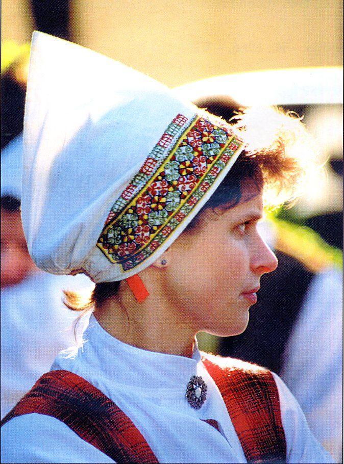 FolkCostume: Lielvarde costume, Vidzeme Province, Latvia. Travel in Latvia (EU) and learn fluent Russian with the Eurolingua Institute http://www.eurolingua.com/russian/russian-homestays-in-latvia
