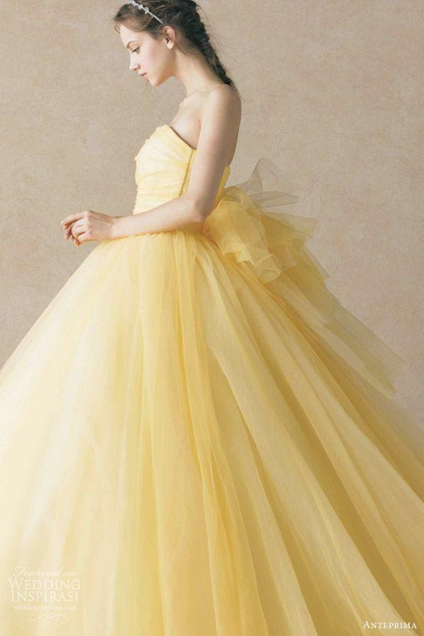 5530a9af2a2db 女の子は誰でもお姫様♡ふわっと広がるチュールウェディングドレスの色別特集♡にて紹介している画像