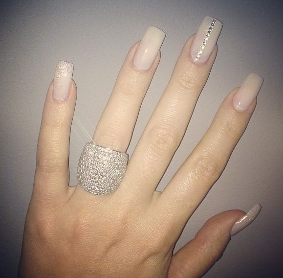 Khloe Kardashian! Nude nails with rhinestones. Ring! | Nails ...