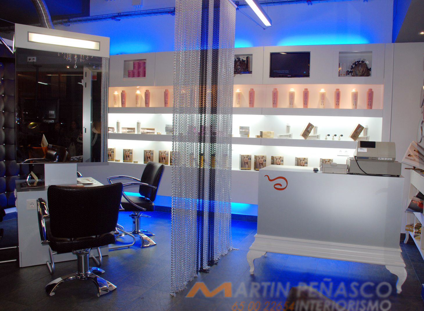 Decorating a hairdressers shop with kriskadecor curtains design