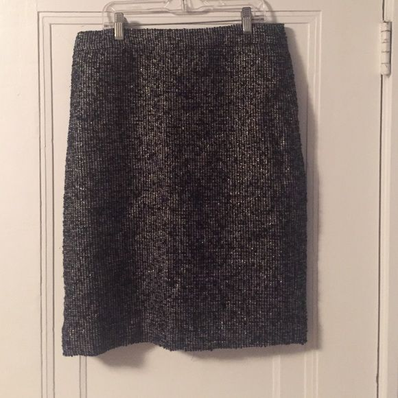 Jcrew Tweed Pencil Skirt This pencil skirt from jcrew is the perfect work skirt. Super flattering and comfortable. The tweet pattern is very on trend! J. Crew Skirts Pencil