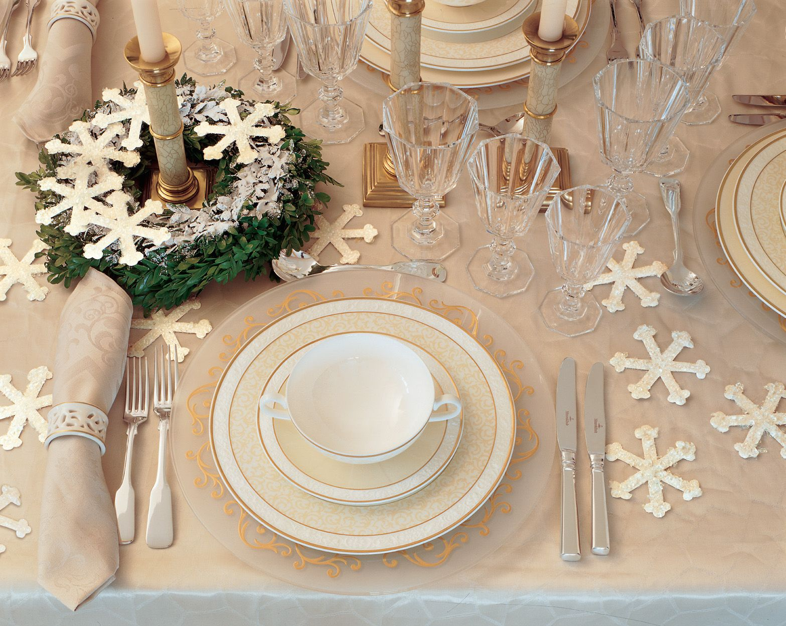 How to host a winter wedding with a holiday or christmas theme how to host a winter wedding with a holiday or christmas theme junglespirit Choice Image