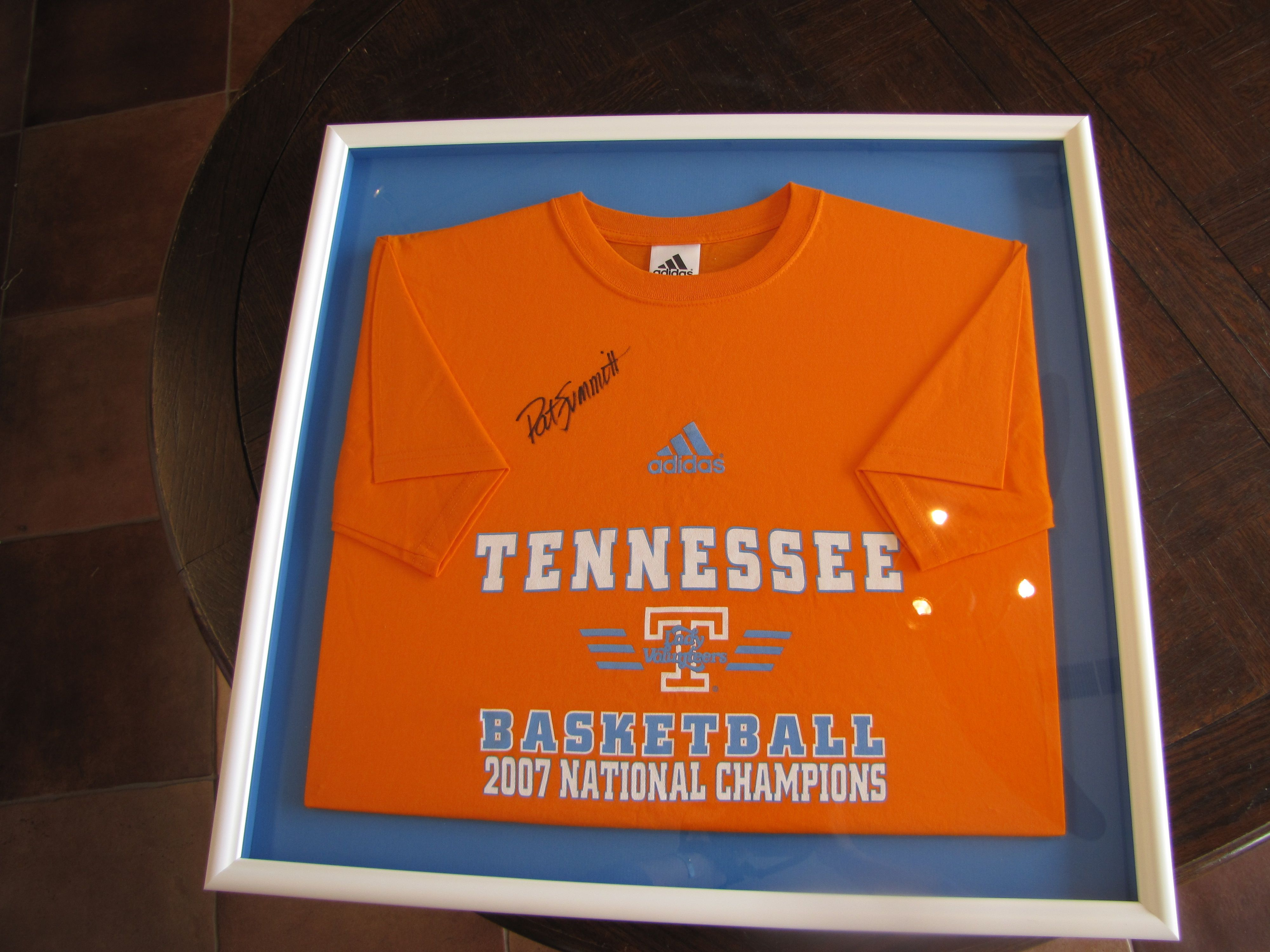 2007 Tennessee Basketball T-Shirt signed by Pat Summitt | Frames by ...