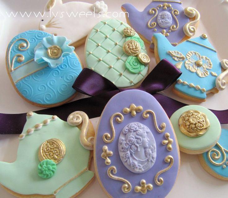 Teetassen  Fabergeier in frischen Pastelltönen  aufwändigen Goldakzenten www   Cup Cookies
