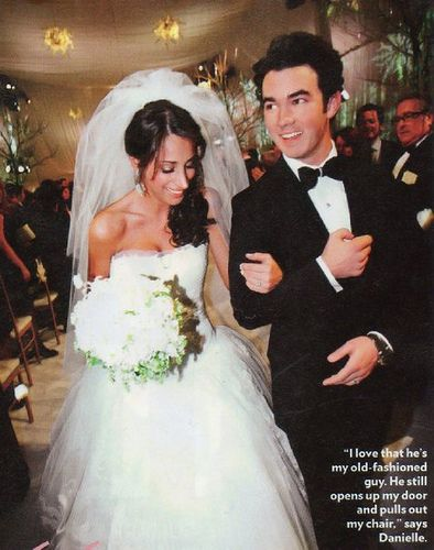 Kevin Jonas and Danielle Deleasa Wedding Photo | He Did It! He ...
