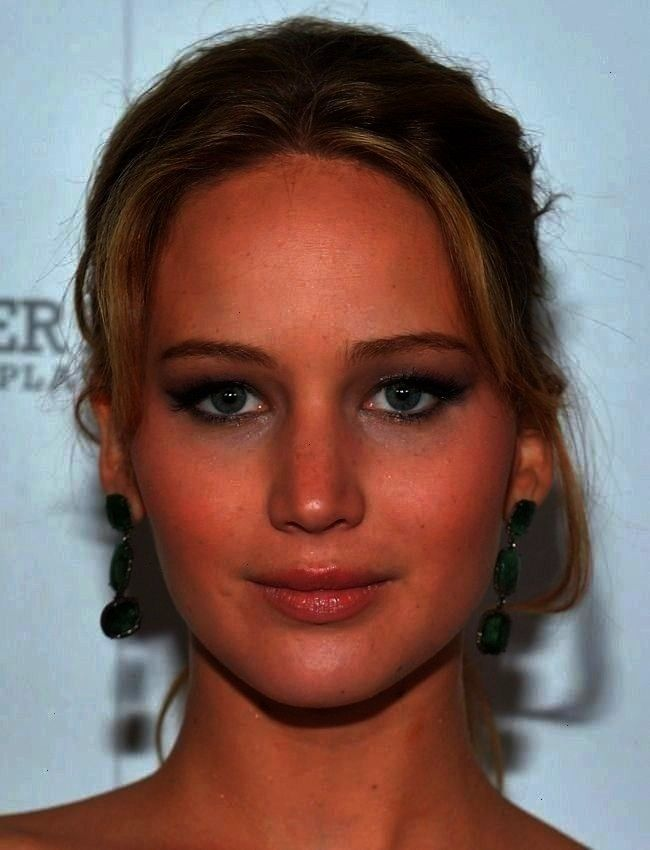 A Perfect Cat Eye The Easy Trick To A Perfect Cat Eye FollowNuage followetnuage Faces Jennifer Lawrence used a soft thin line of shadow nbsp hellip makeover before and af...