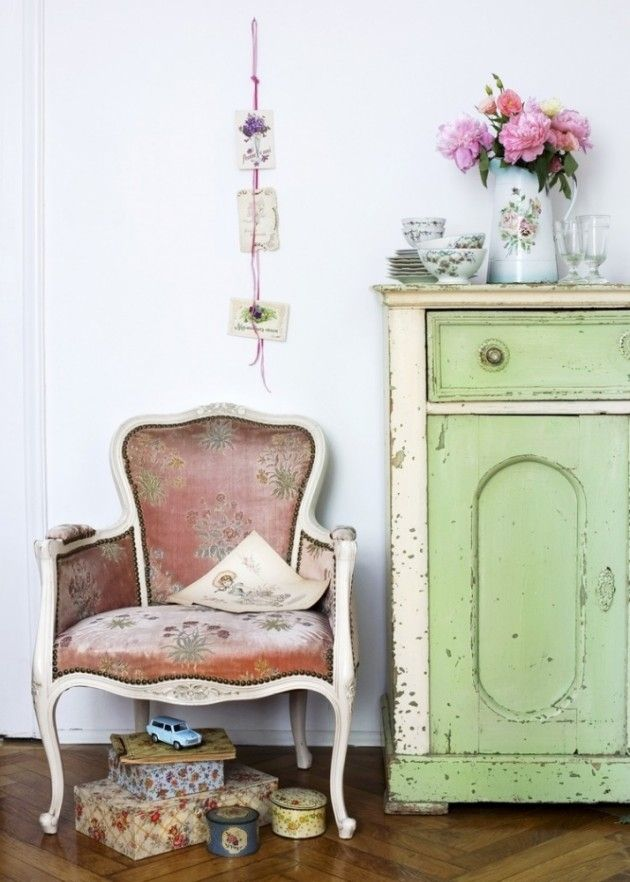 Möbel im Shabby chic selber machen-Sessel und Kommode mit ...