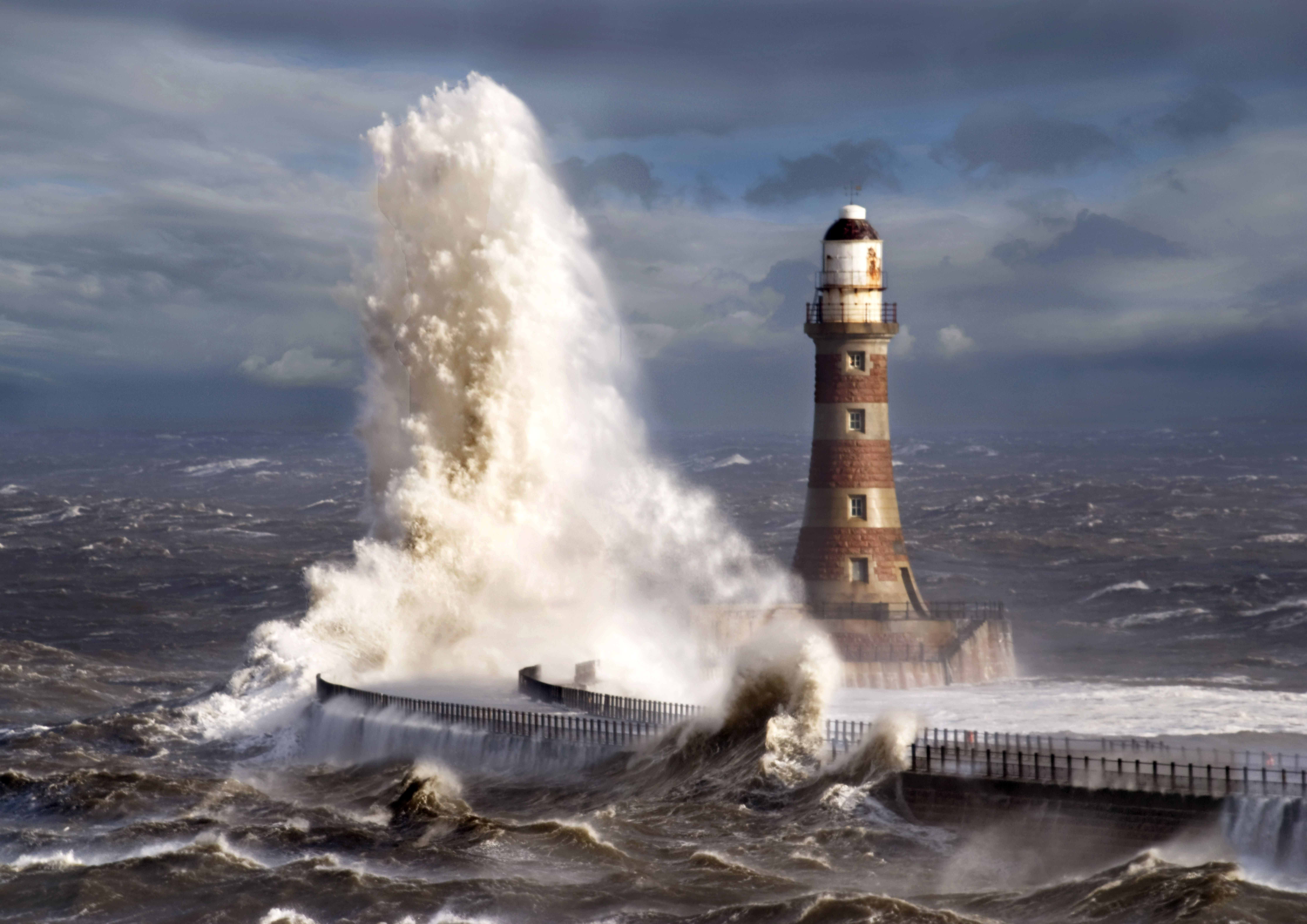 lighthouse porthcawl pier huge - HD1920×1280