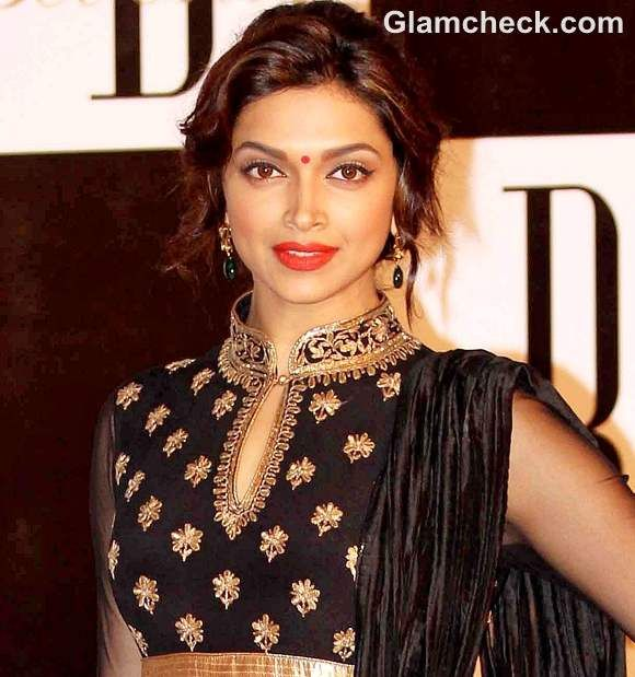Deepika Padukone Sporting Traditional Hairstyle Makeup Bollywood Makeup Deepika Padukone Hair Indian Hairstyles