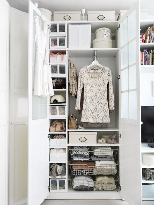 een goed georganiseerde kledingkast dankzij ikea
