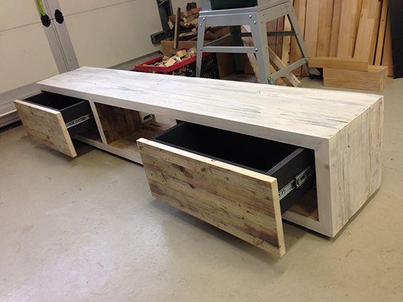 lowboard woodthings 14 2 m lang aus ger stbaubohlen mit zwei schubladen push open funktion. Black Bedroom Furniture Sets. Home Design Ideas