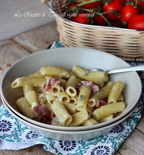 Pasta gorgonzola e speck un primo velocissimo da preparare,pochi minuti per presentare in tavola questa gustosa e ricca pasta