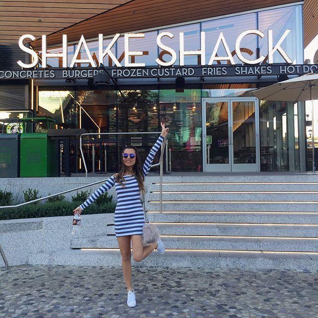 Felicidade é encontrar um Shake Shack enquanto você caminha com fome por Las Vegas | @lojafashioncloset