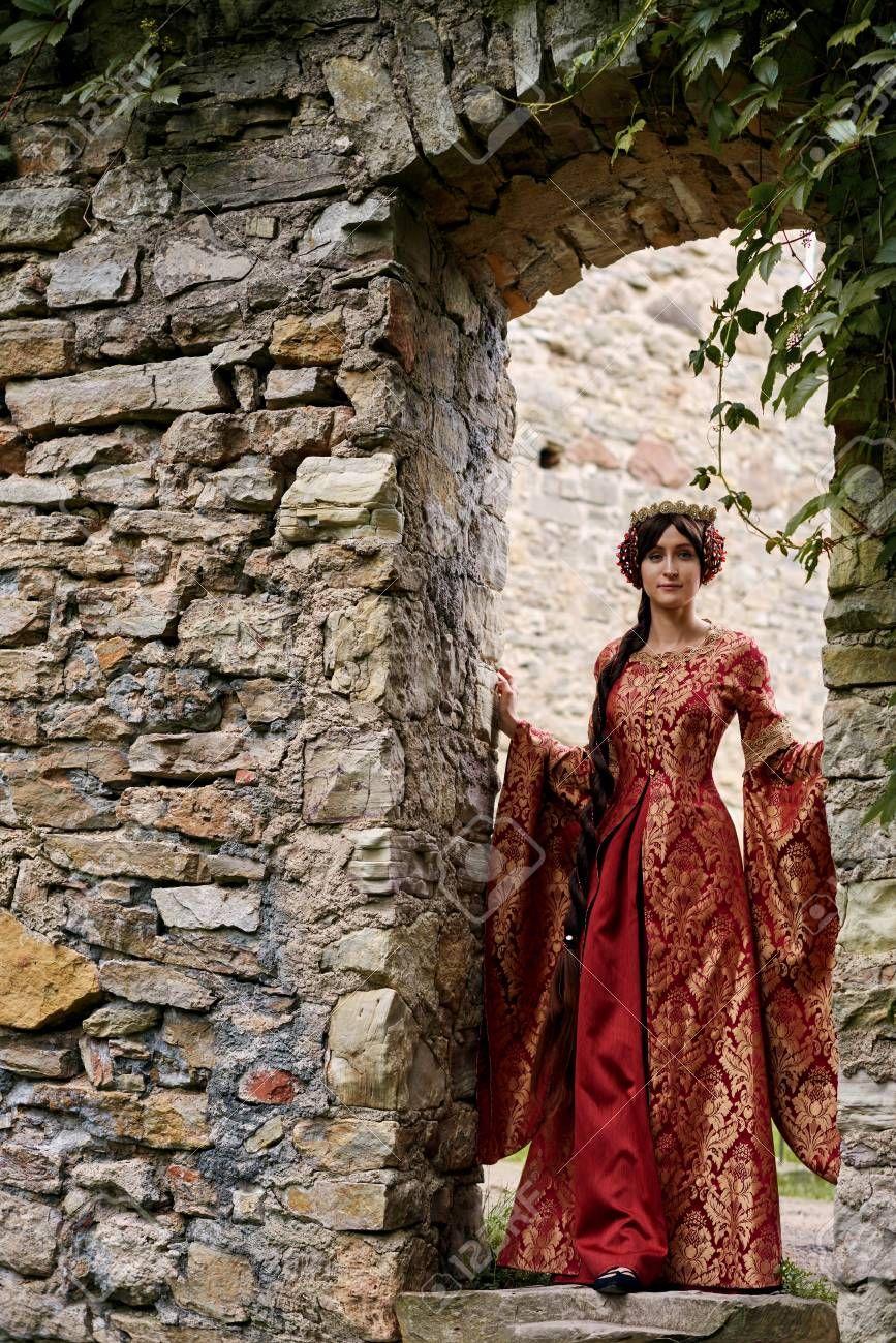 Stock Photo en 2019 Robe, Robe médiévale et Isabelle de