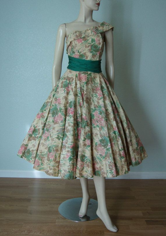 Early 1950s New Look // Floral Print Cotton by KittyGirlVintage