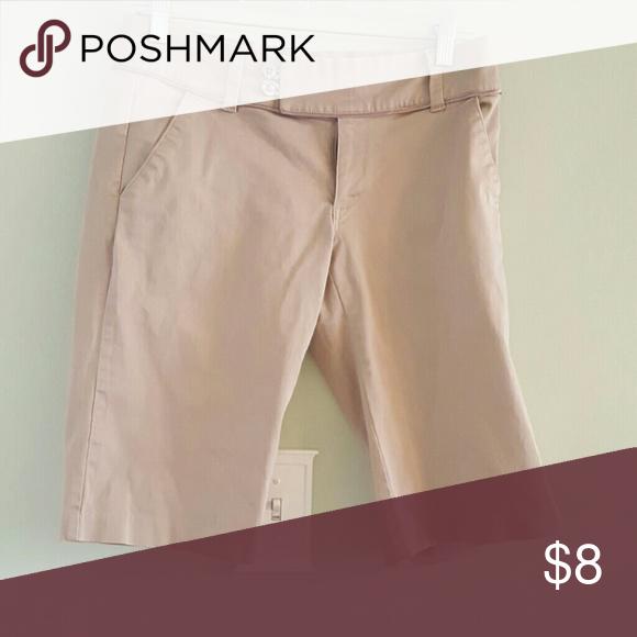 Sz 4 Old Navy 98%cotton bermuda shorts tan Tan 98% cotton 2% spandex tan/ khaki Old Navy bermuda shorts with front and back pockets. Stylish button front waist. No visible wear. Old Navy Shorts Bermudas