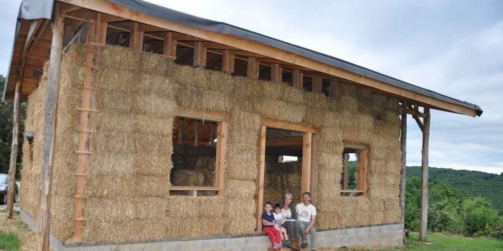 Une maison en paille houses of bale Pinterest Straw bales and - maison bois et paille