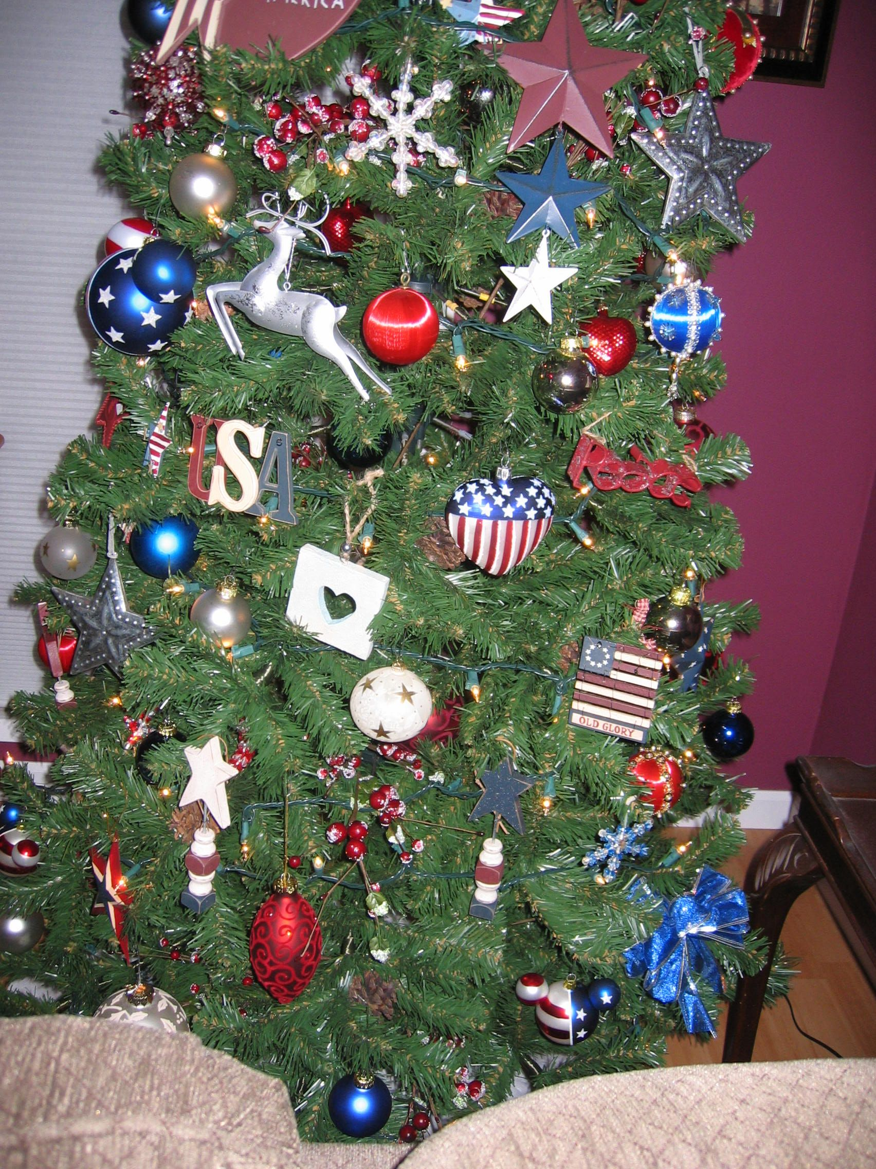 My red, white, & blue Christmas tree | Cool Sayings | Pinterest ...