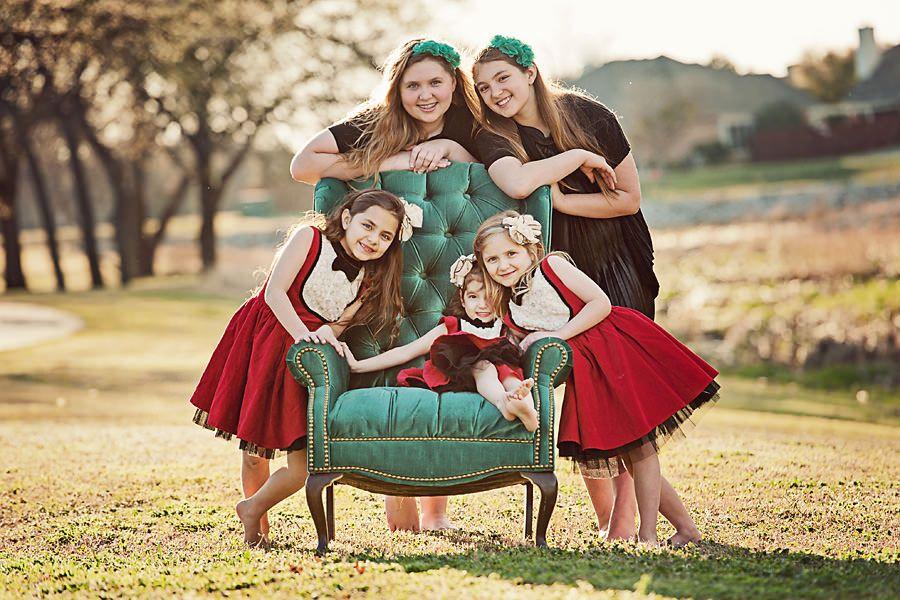 Idea para los primos.. Diana y Vincent detrás, Emma y Meli a los lados y Matias en el sillón.