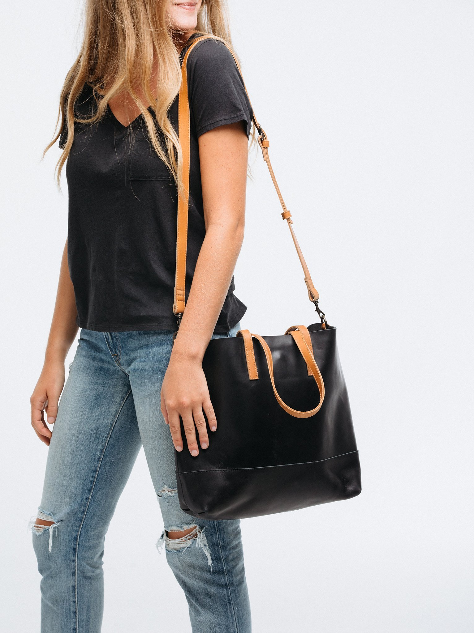 132b21380833 Is This the Best Travel Tote of All Time? | Leather ideas ...