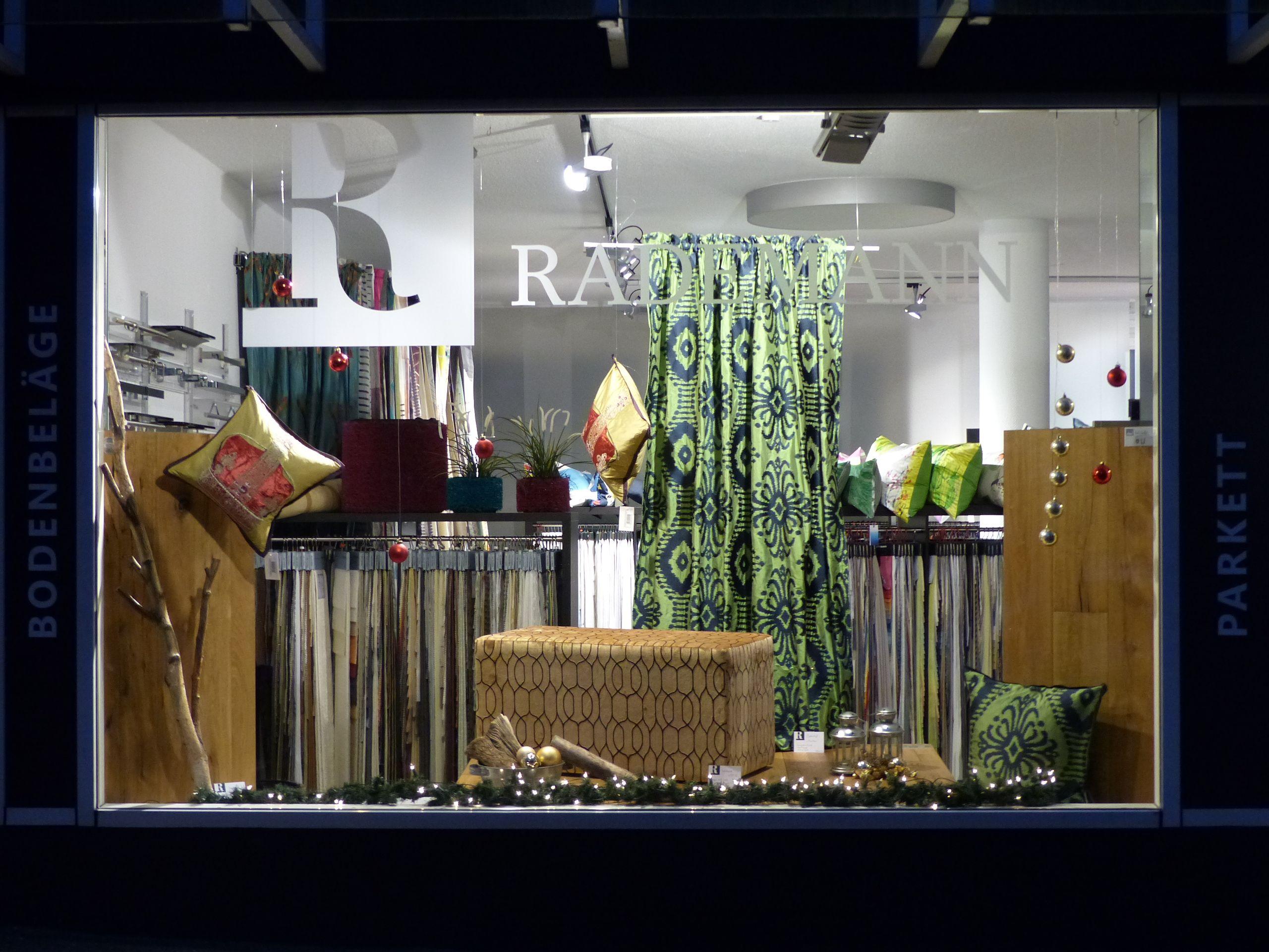 Weihnachtliches schaufenster mit seide designersguild - Schaufenster dekorieren ideen ...