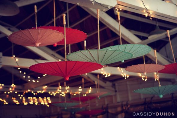 Paper umbrellas, sombrillas de papel.