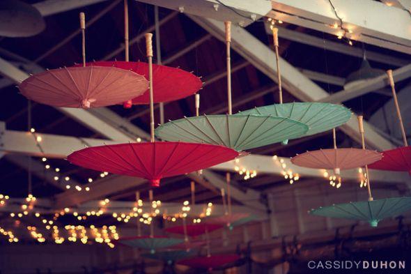 Paper umbrellas, sombrillas de papel.