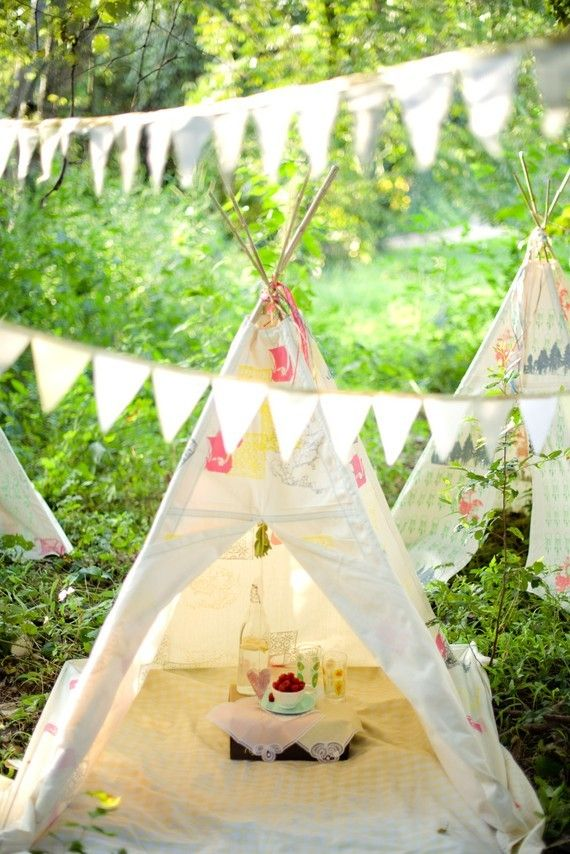 Take the little ones out for an outdoor tipi party | Ideas para el Backyard Fort Party Ideas on backyard pavilion ideas, backyard fall ideas, backyard tree forts, backyard wall ideas, backyard house ideas, backyard beach ideas, backyard tiki hut ideas, backyard playhouse, backyard field ideas, backyard rock ideas, backyard green ideas, backyard playground, backyard pool ideas,