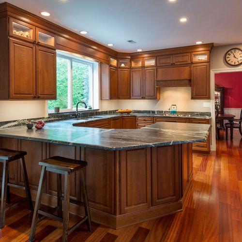 Traditional Kitchen Peninsula +Raised Ranch Kitchen Design ...