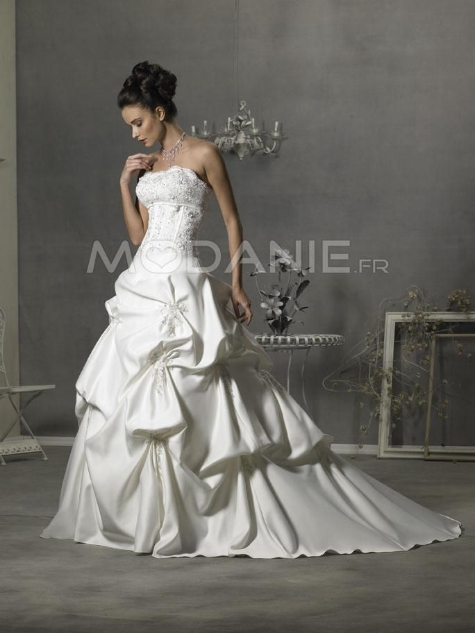 Sans bretelle robe de mariée classique satin applique avec traîne ...