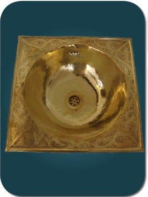 vasque marocaine pour lavabo en cuivre jaune avec plage grav e moroccan washbasin lavabo. Black Bedroom Furniture Sets. Home Design Ideas