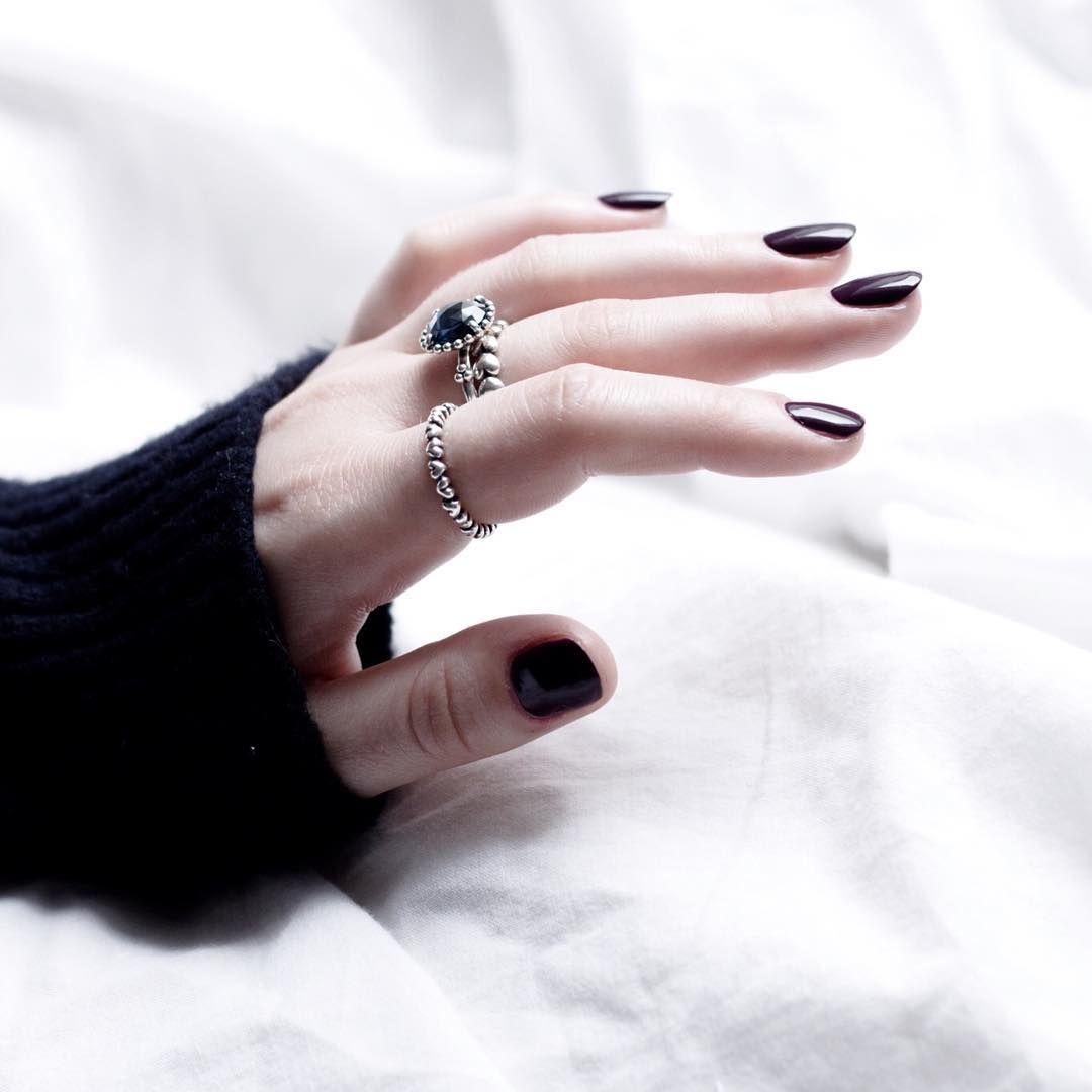 Essie - Designated DJ & meine allerliebsten Ringe von Pandora.