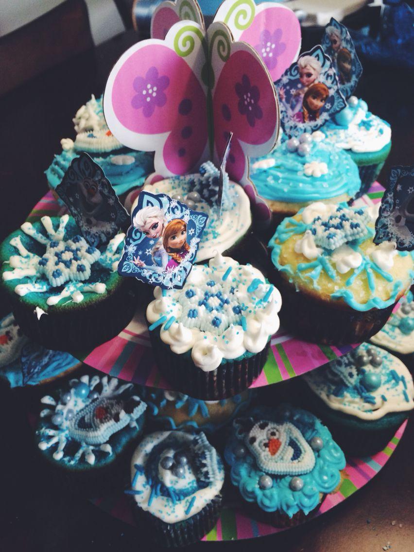 Frezen theme cupcakes