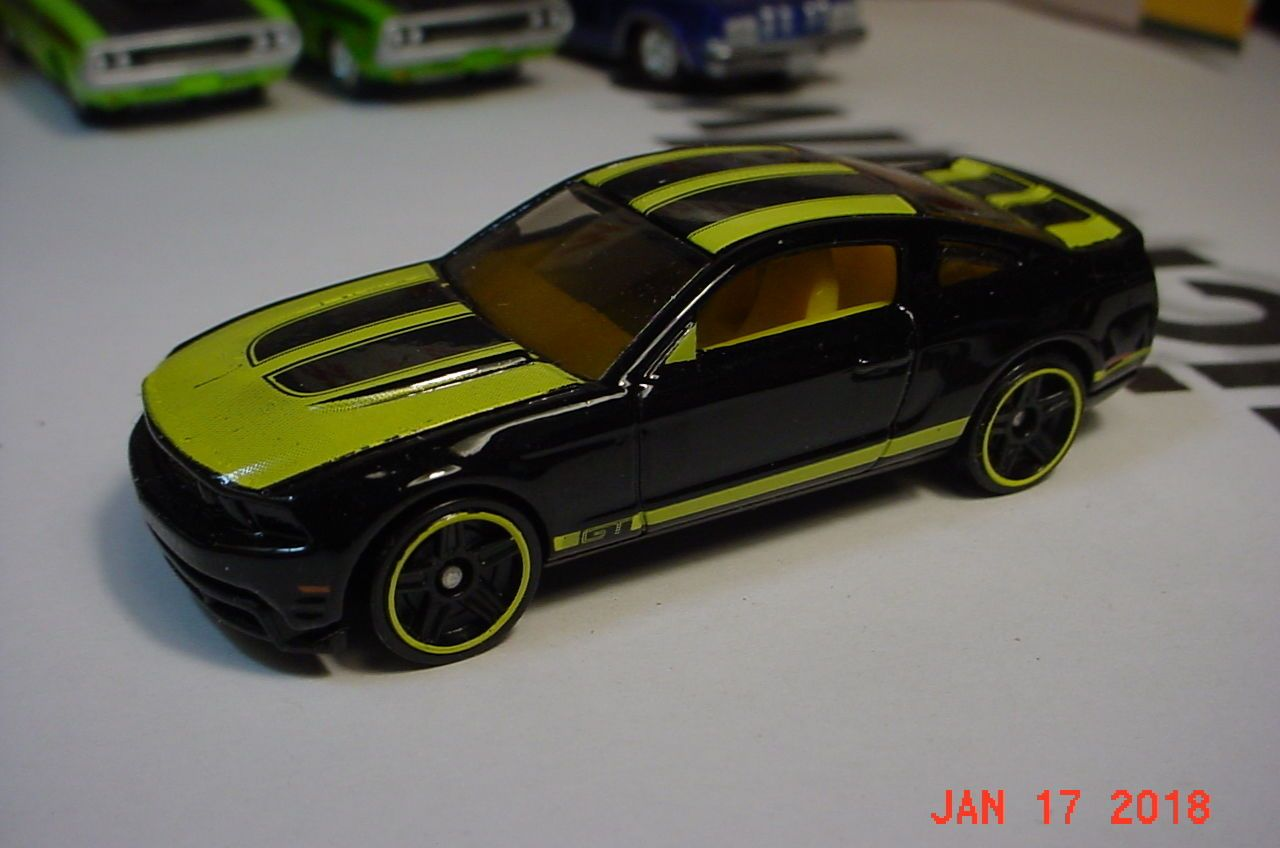 Hot Wheels  Ford Mustang Gt Black Yellow Malaysia
