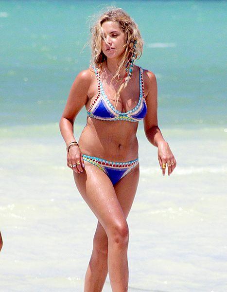 Brunette hot topless women