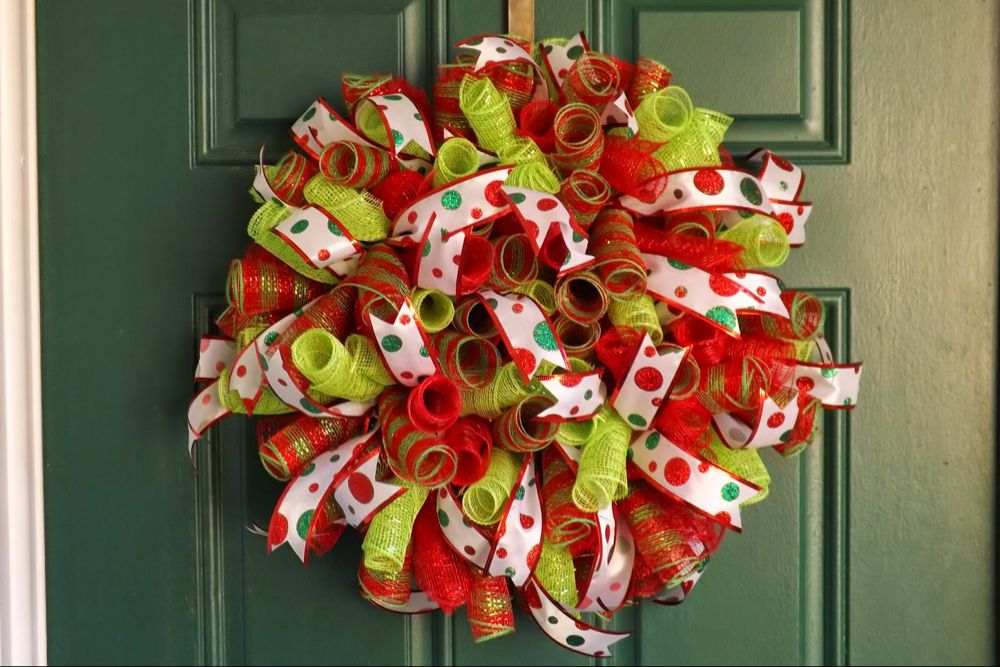Photo of How To Make A Spiral Deco Mesh Wreath – DIY Spiral Deco Mesh Wreath
