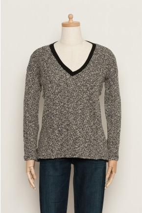 A cool, casual marled bouclé sweater from Soft Joie. Featuring a split uneven hem and contrasting ribbing at the neckline. This Giles sweater is a standout in your off duty wardrobe. 50% Cotton 35% Viscose 15% Polyester Machine wash cold Do not bleach Tumble dry low Made in USA