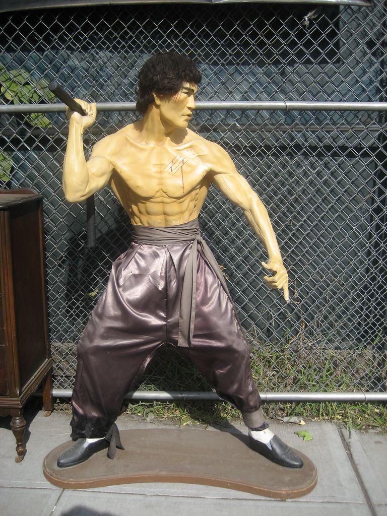 V prvej časti ste sa mohli dozvedieť čo treba na to, aby ste mali pevné a zdravé telo ako legenda bojových umení, Bruce Lee. V tejto časti si povieme zopár ďalších rád a tipov ako na to a zopár záverečných slov :) 13. Naučte sa počúvať vaše telo Snaží sa vám vaše telo niečo oznámiť [...]