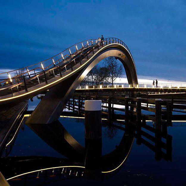 Ponte em arco e zigue-zague vira obra de arte http://estadodeminas.lugarcerto.com.br/app/noticia/noticias/2012/12/21/interna_noticias,46804/ponte-em-arco-e-zigue-zague-ganha-status-de-obra-de-arte.shtml