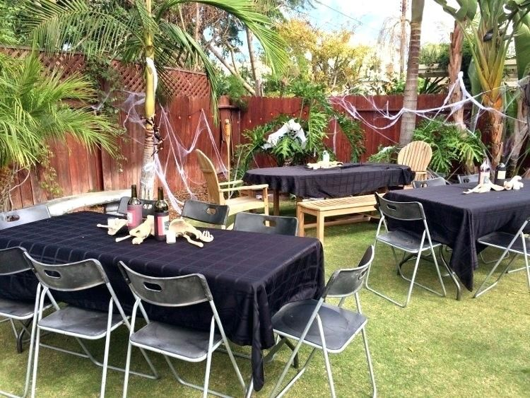 Outdoor Halloween Decorations Idea for Spirit Halloween at Party