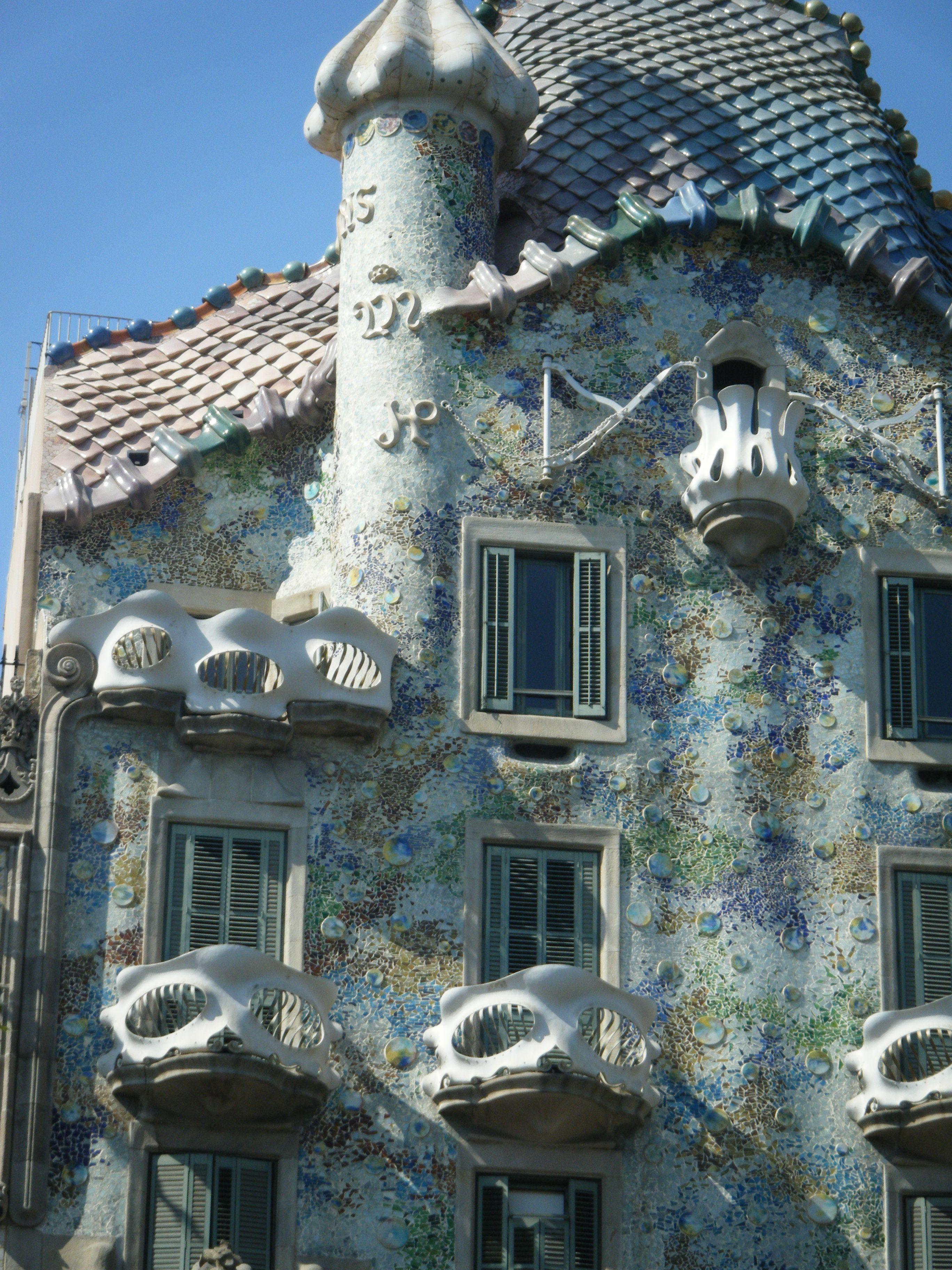 amazing gaudi architecture in barcelona antonio gaudi pinterest. Black Bedroom Furniture Sets. Home Design Ideas