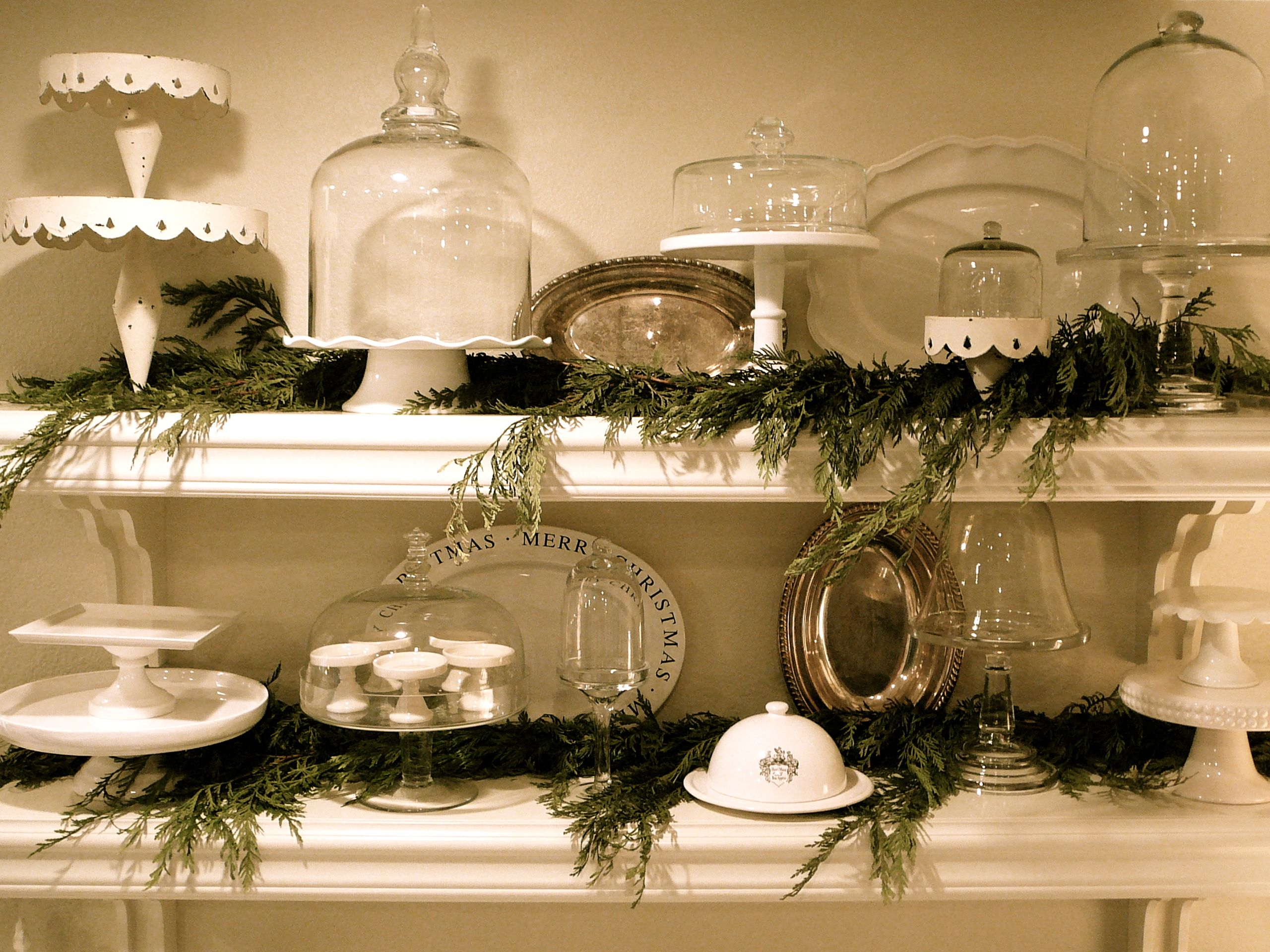 christmas kitchen shelves with images christmas kitchen decor christmas kitchen christmas on kitchen xmas decor id=64182