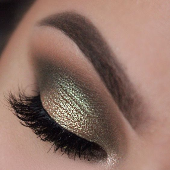 Green + Gold Makeup Ideas for Inspiration #goldmakeup