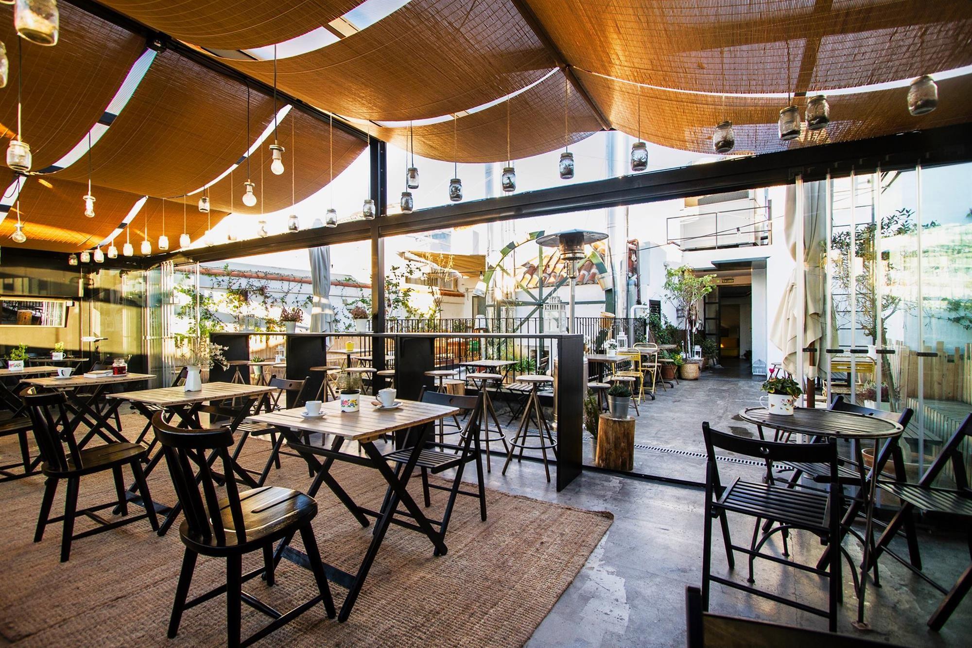 Roof Top Bar The Hat En 2019 Terrazas Madrid Terrazas Y