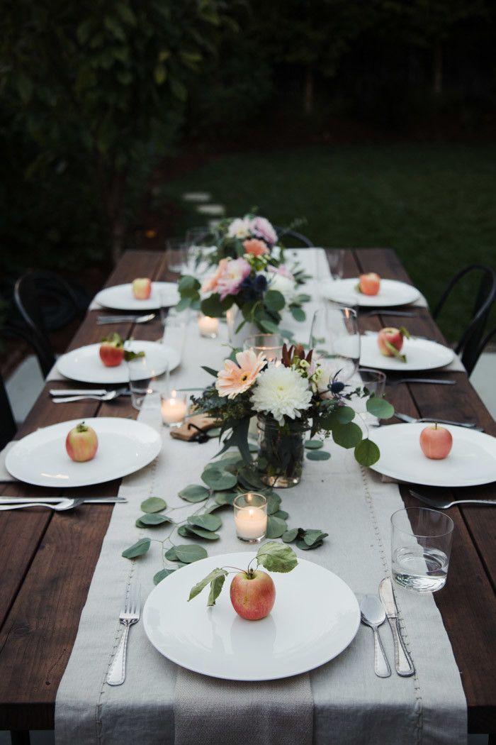Tips for hosting a Friendsgiving Dinner - Hither & Thither