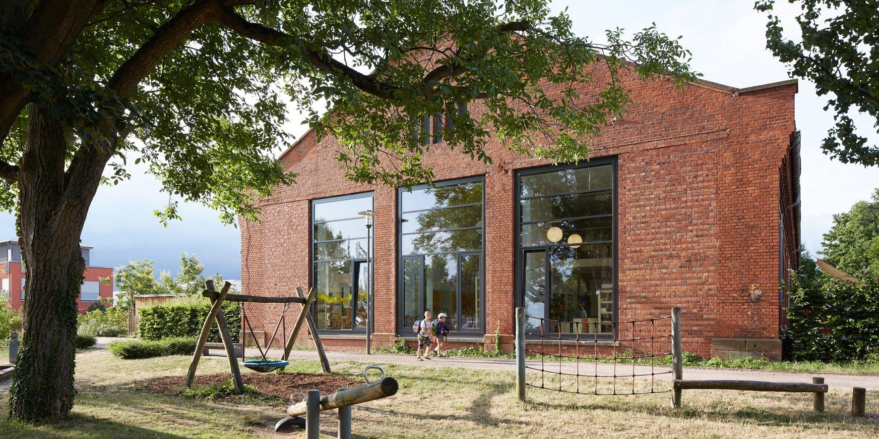 http://www.german-architects.com/de/a-sh/Projekte-3/Freie_Montessori_Schule-52900