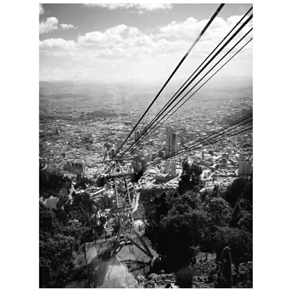 subida en funicular hacia el CERRO MONSERRATE // Bogotá, Colombia // Colombia en blanco y negro ** fotografia / carmen martinez mayo / 2016 **