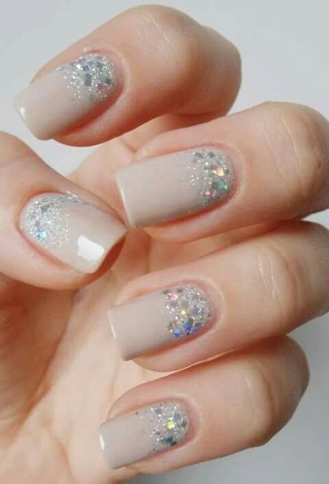 Uñas color nude con toques se purpurina color plata | Nail Designs ...